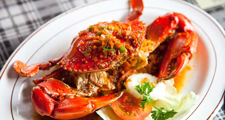 The dish is prepared by dipping crab in a sauce made of butter and garlic.