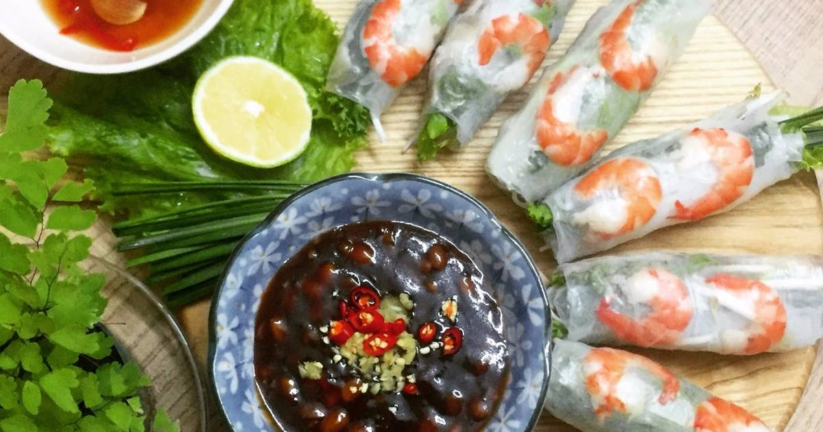 Spring rolls are considered to be a popular appertizer with customers in Vietnam.